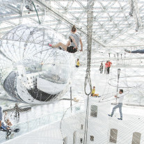 In Orbit por Tomas Saraceno