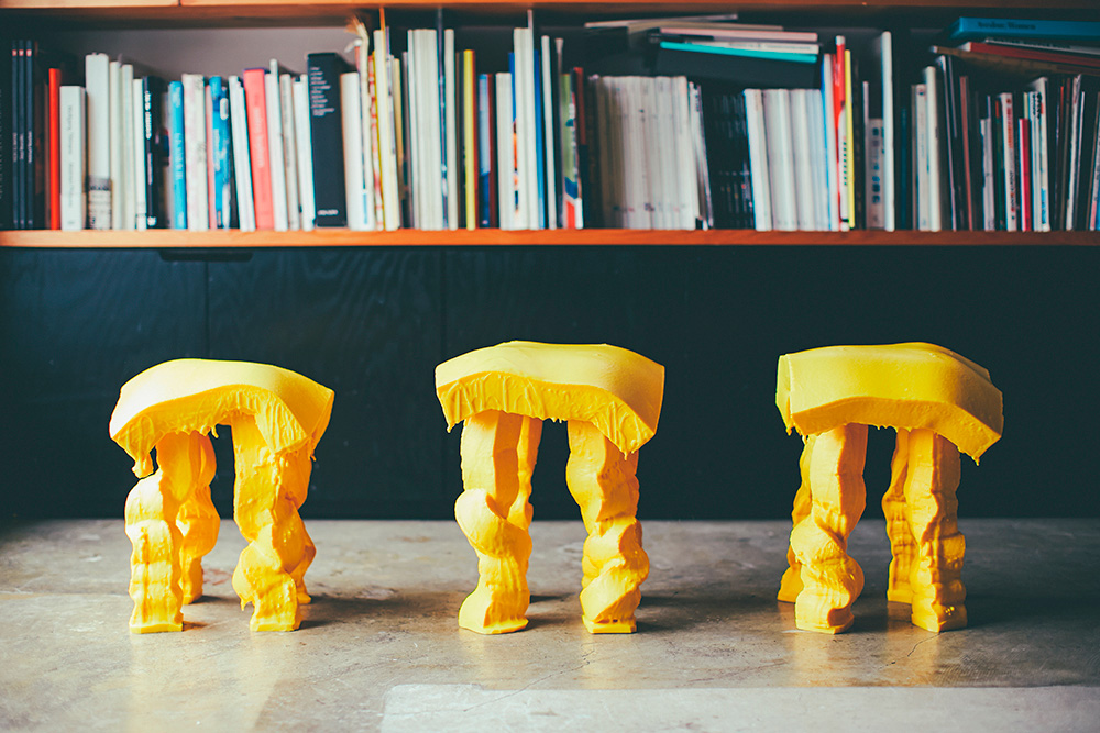 Fondue Stool por Satsuki Ohata
