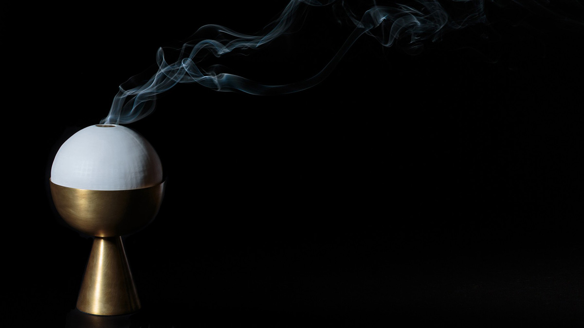 05-APPARATUS-STUDIO-CENSER-SMOKING-AGAINST-BLACK
