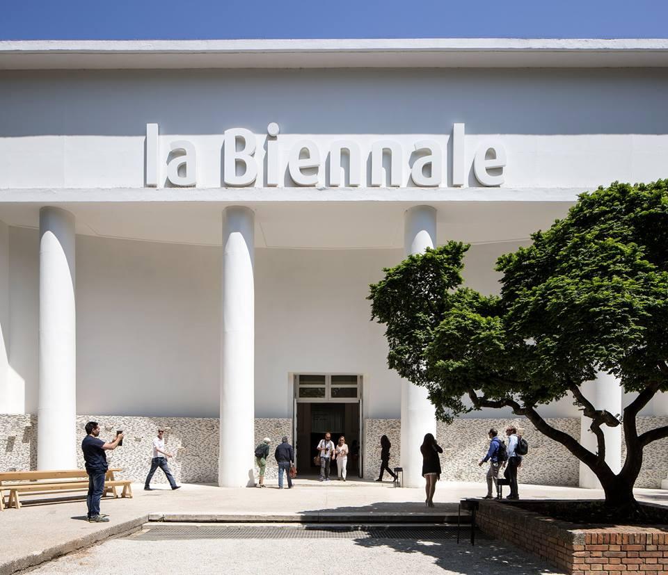 01-bienal-de-venecia-2016-reporting-from-de-front