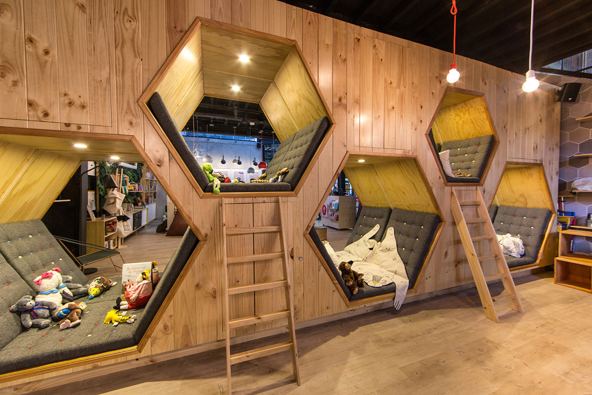 06-9-3_4-libreria-y-cafe-plasma-nodo