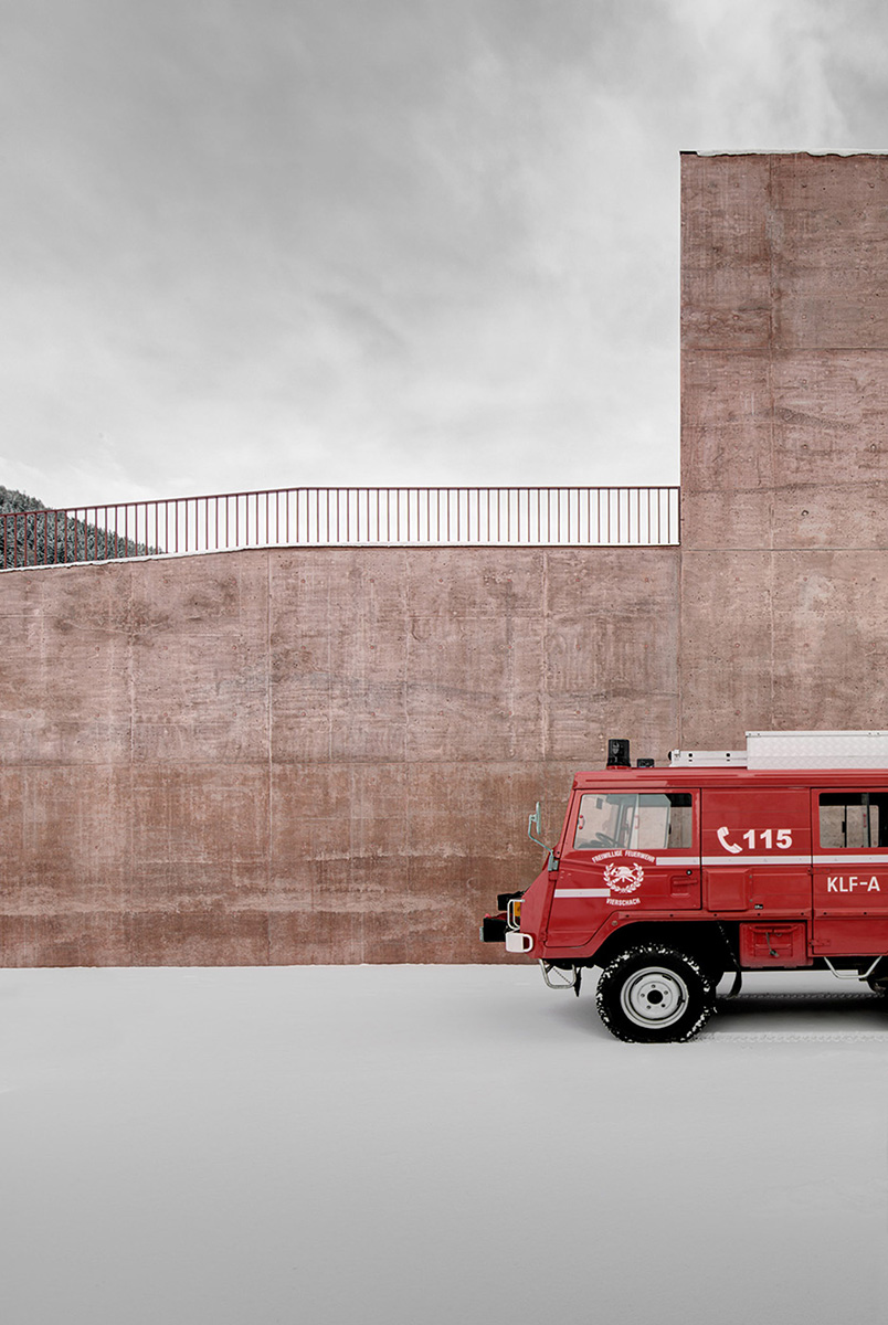 03-fire-engine-red-versciaco-pedevilla-architects