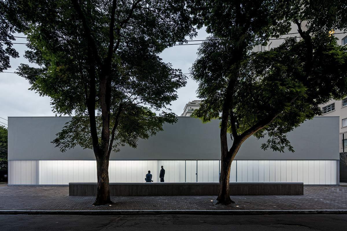 01-casa-triangulo-metro-arquitetos-associados-foto-leonardo-finotti