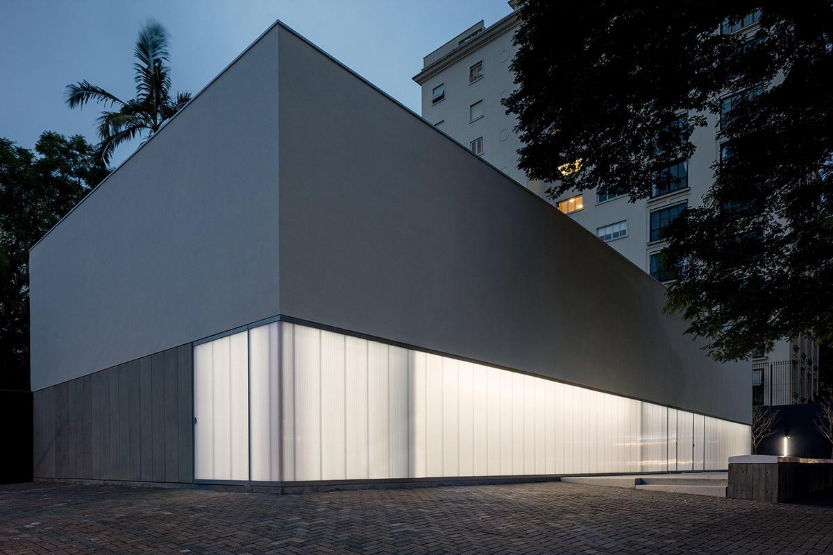 02-casa-triangulo-metro-arquitetos-associados-foto-leonardo-finotti