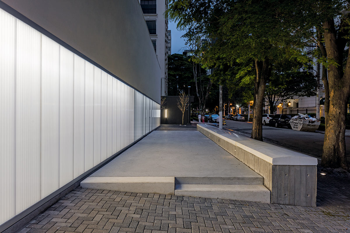 03-casa-triangulo-metro-arquitetos-associados-foto-leonardo-finotti