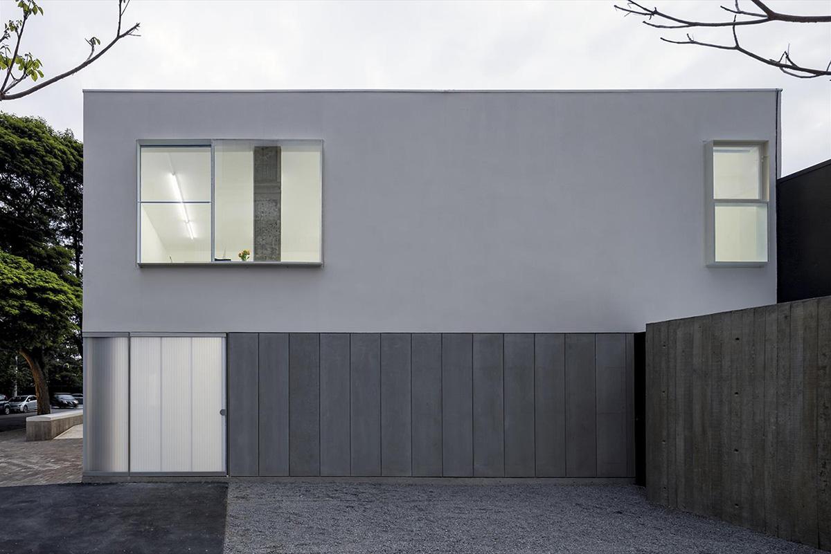 04-casa-triangulo-metro-arquitetos-associados-foto-leonardo-finotti