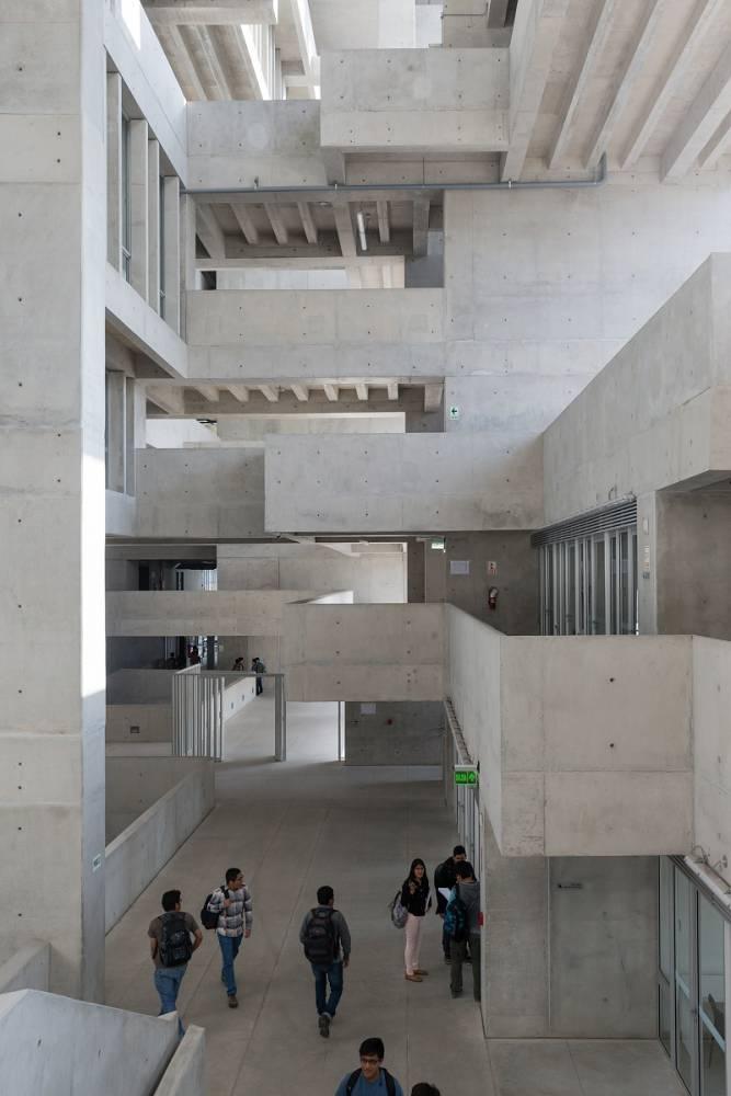 11-universidad-ingenieria-tecnologia-utec-grafton-architects-shell-arquitectos-foto-iwan-baan