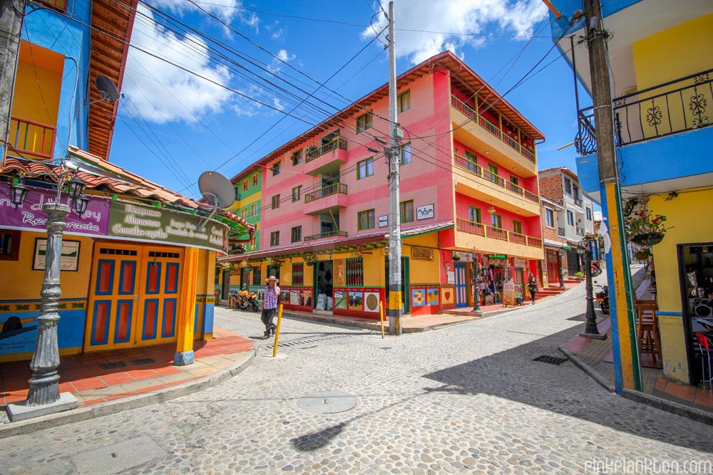 02-guatape-la-ciudad-mas-colorida-del-mundo-jessica-devnani