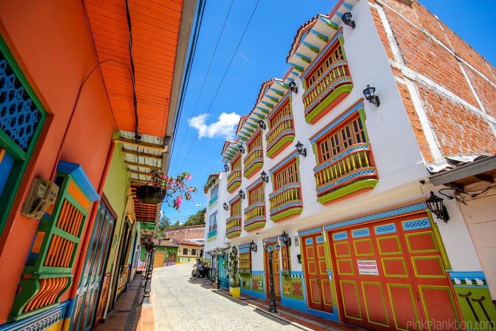 03-guatape-la-ciudad-mas-colorida-del-mundo-jessica-devnani