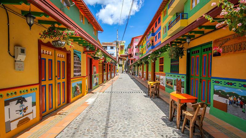 Guatapé: La ciudad más colorida del mundo