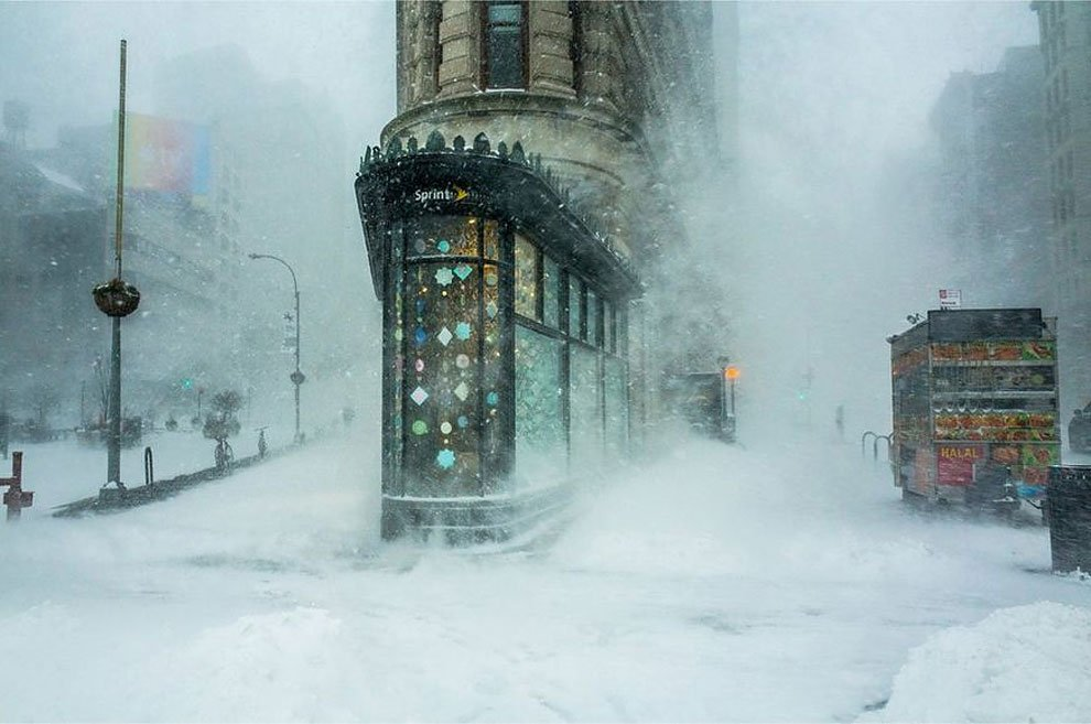 06-art-of-building-flatiron-building-in-the-snowstorm-michele-palazzo