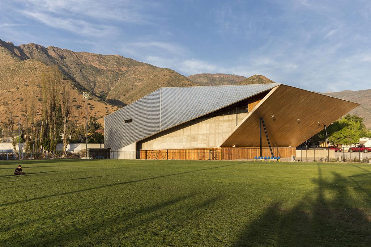 01-arquitectura-chilena-gimnasio-municipal-salamanca-carreno-sartorini-arquitectos