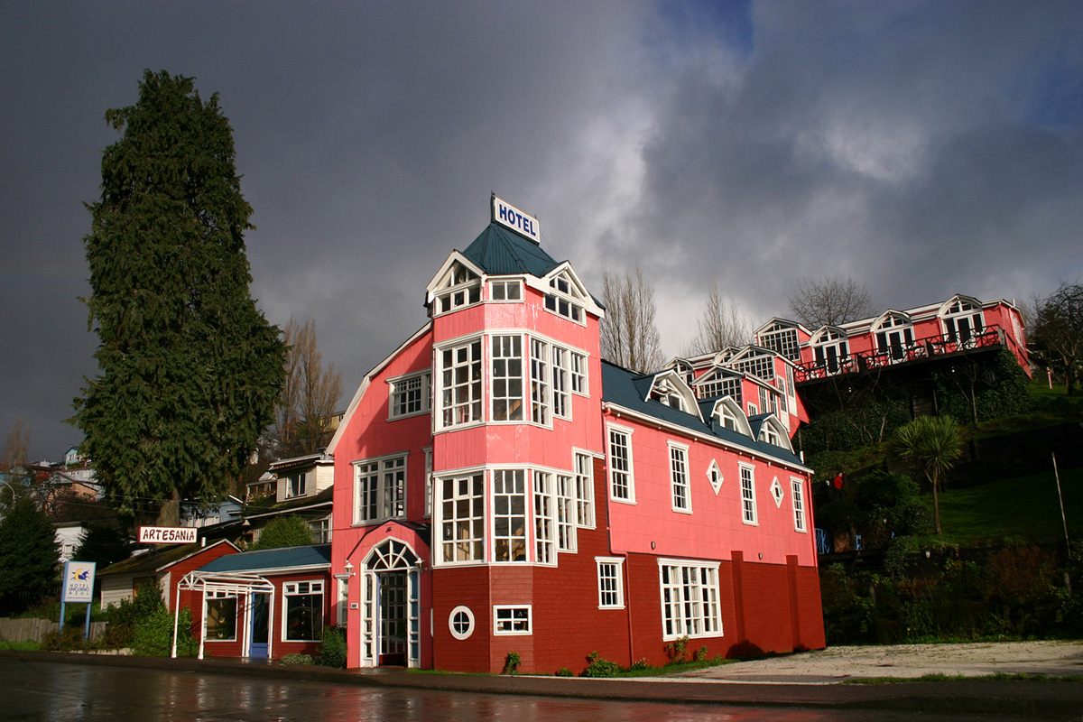 02-edward-rojas-vega-hotel-unicornio-azul
