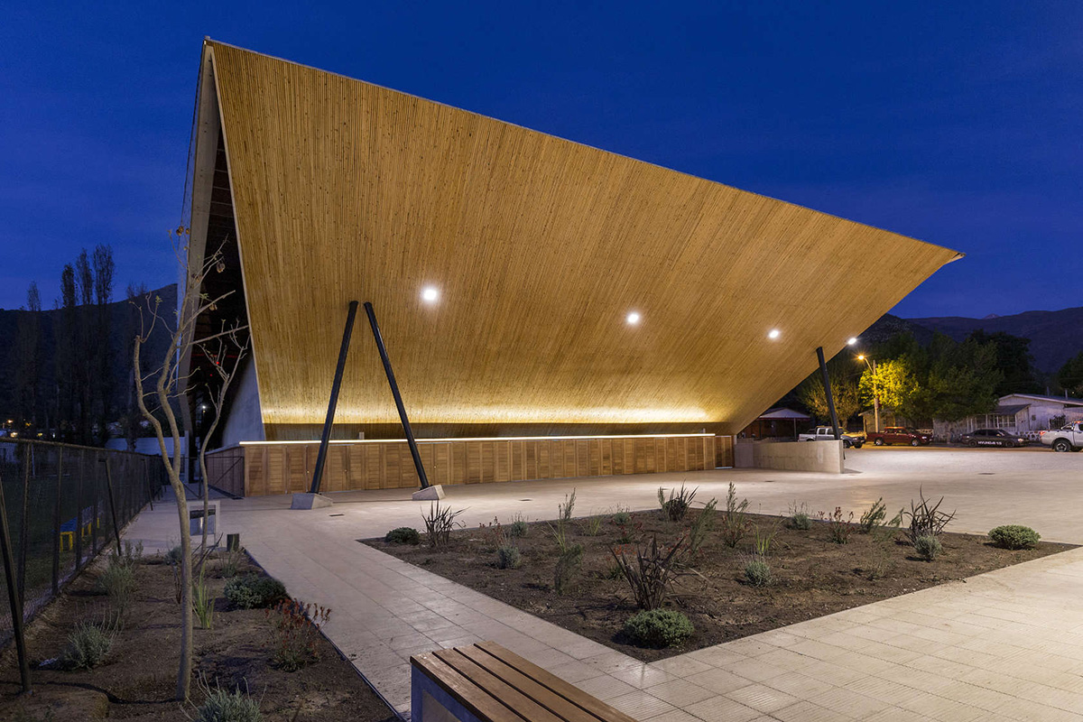 04-arquitectura-chilena-gimnasio-municipal-salamanca-carreno-sartorini-arquitectos