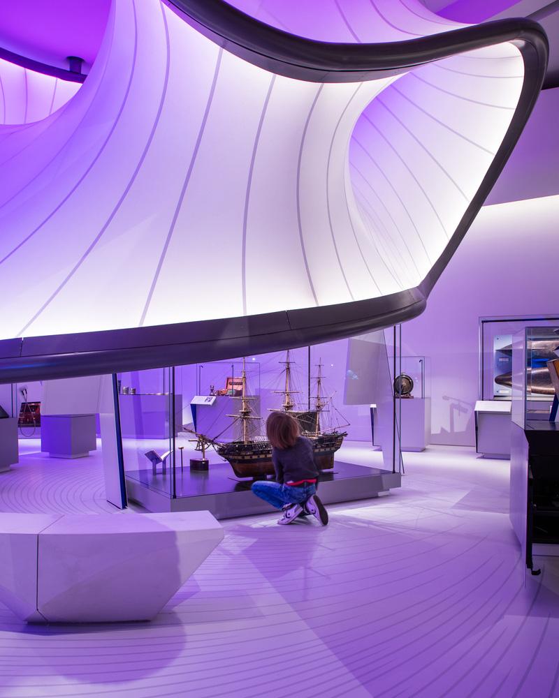 04-mathematics-gallery-zaha-hadid-architects-foto-luke-hayes