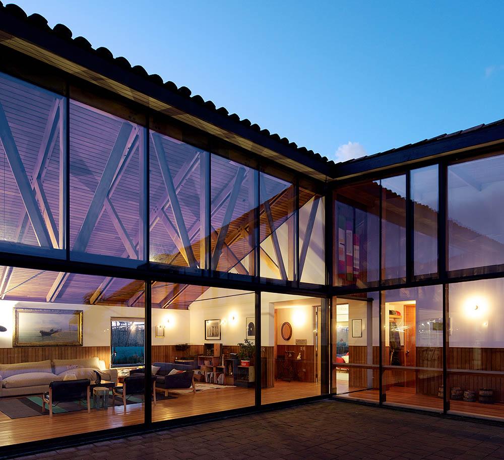 La Inclusión De Ambientes Exóticos Se Mantiene En El: Arquitectura Chilena: Casa YB Por MASAA