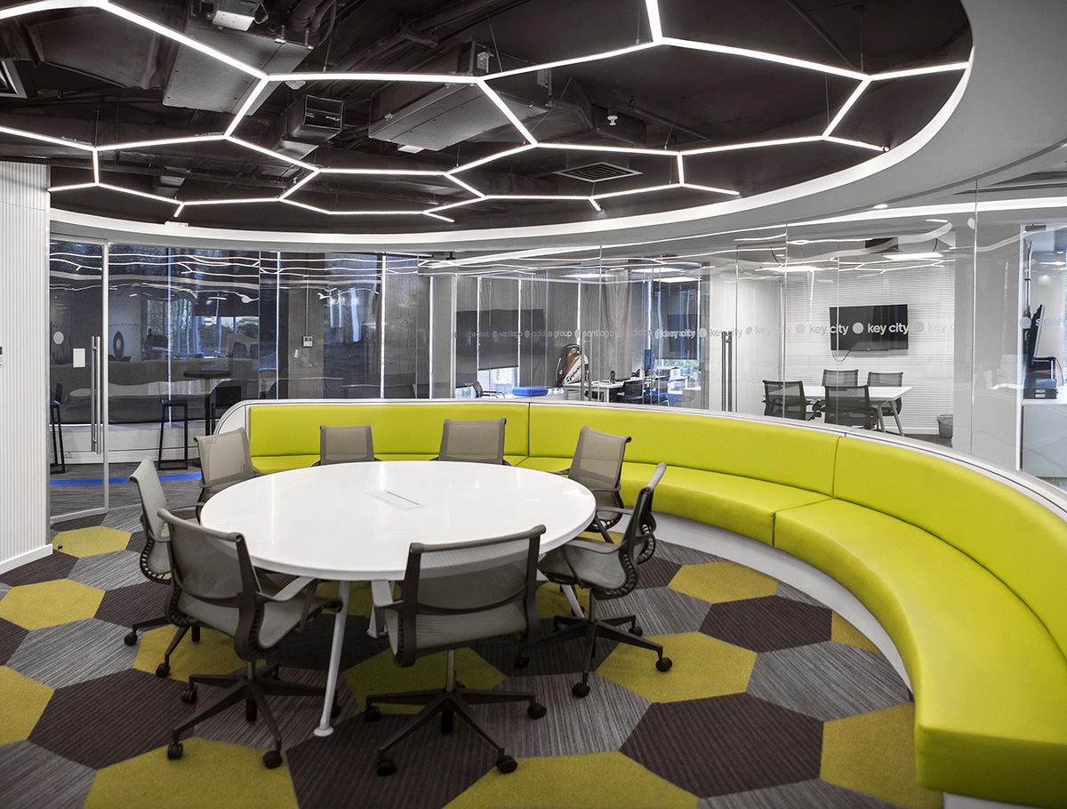 Ambientes oficina addidas santiago 1 - Disenador de espacios ...