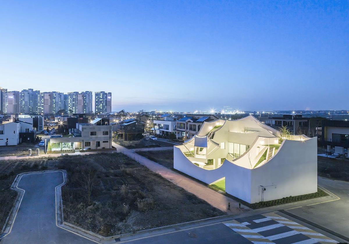 02-flying-house-iroje-khm-architects-foto-sergio-pirrone