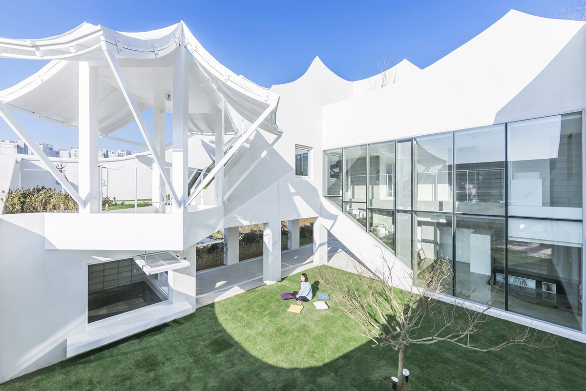 03-flying-house-iroje-khm-architects-foto-sergio-pirrone