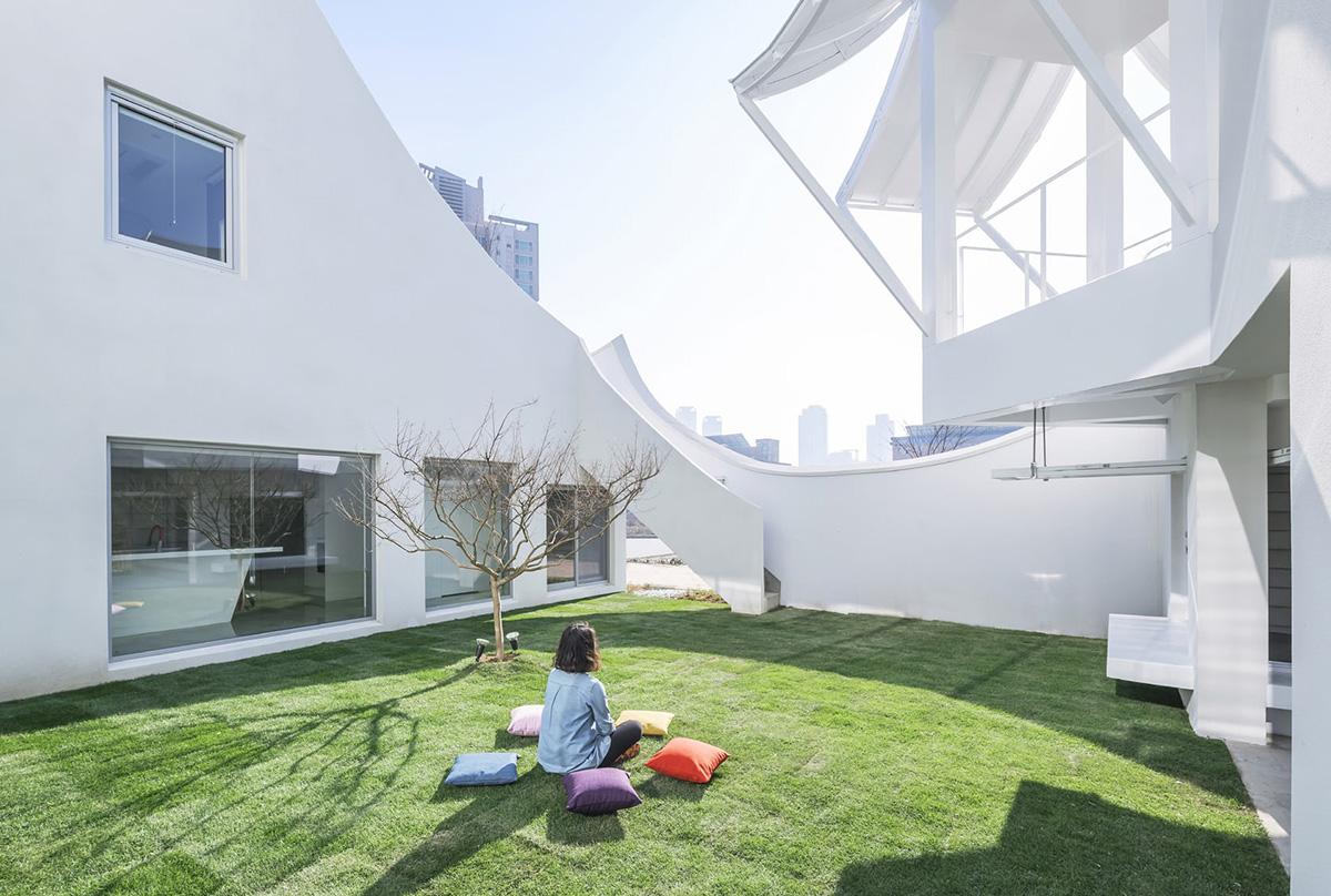 05-flying-house-iroje-khm-architects-foto-sergio-pirrone