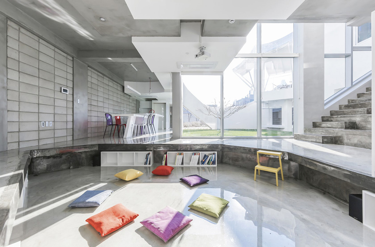 06-flying-house-iroje-khm-architects-foto-sergio-pirrone