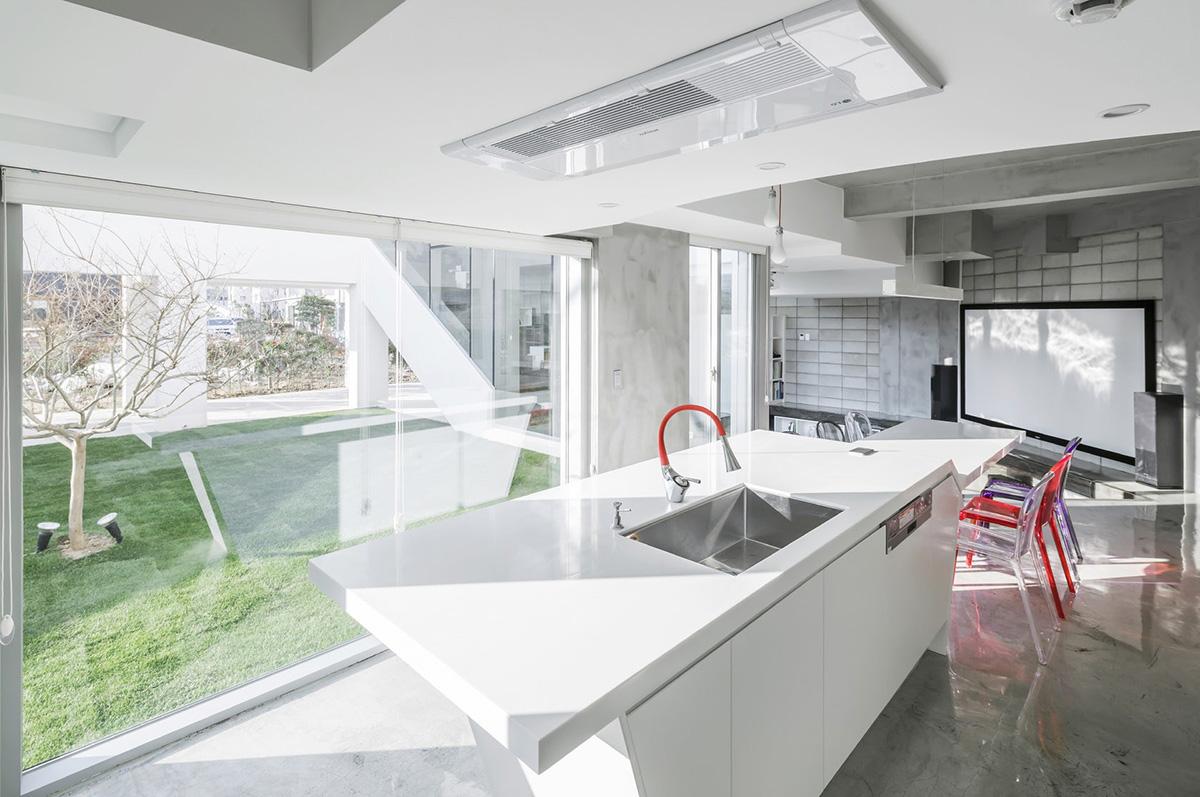 07-flying-house-iroje-khm-architects-foto-sergio-pirrone