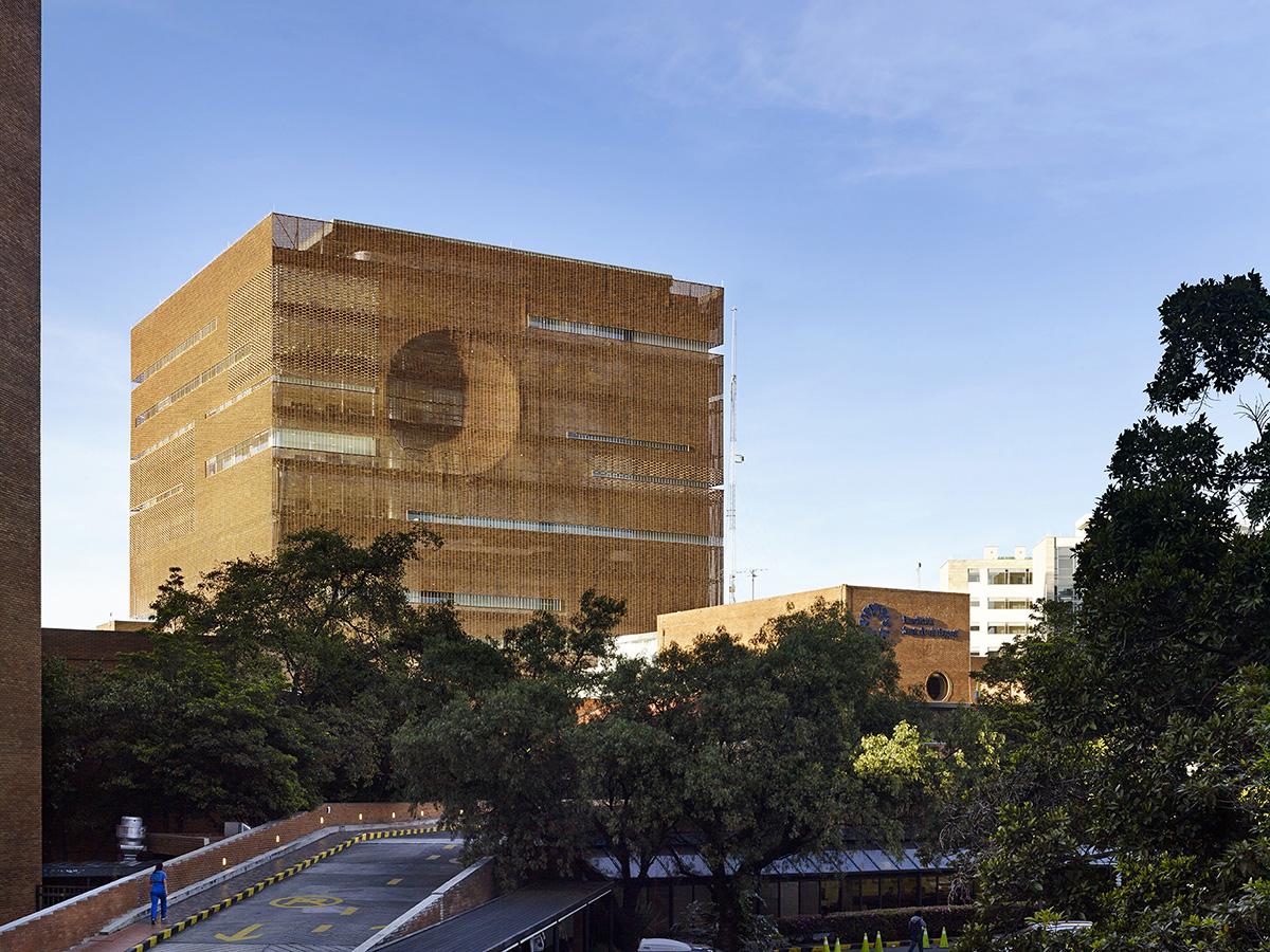 Ambientes fundaci n santa fe por el equipo mazzanti for Estudios de arquitectura bogota