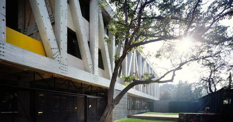 01-arquitectura-chilena-edificio-escuela-arquitectura-uc-gonzalo-claro