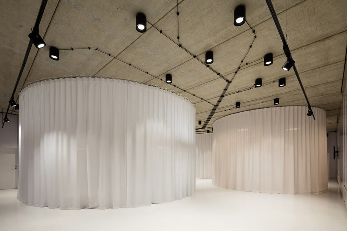 07-showroom-my-dva-chybik-kristof-architects-foto-lukas-pelech