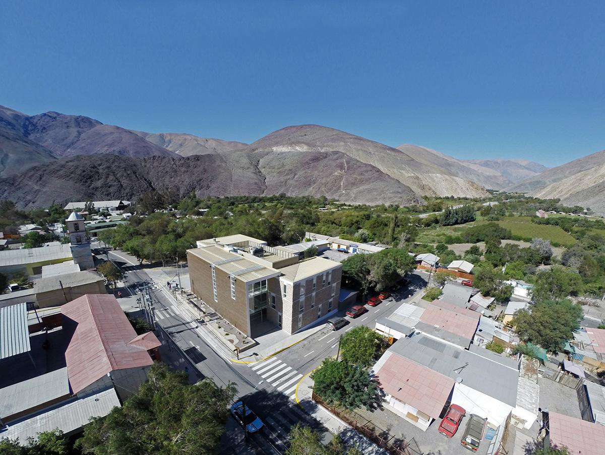 01-arquitectura-chilena-edificio-consistorial-alto-del-carmen-espiral-arquitectos-iglesis-prat