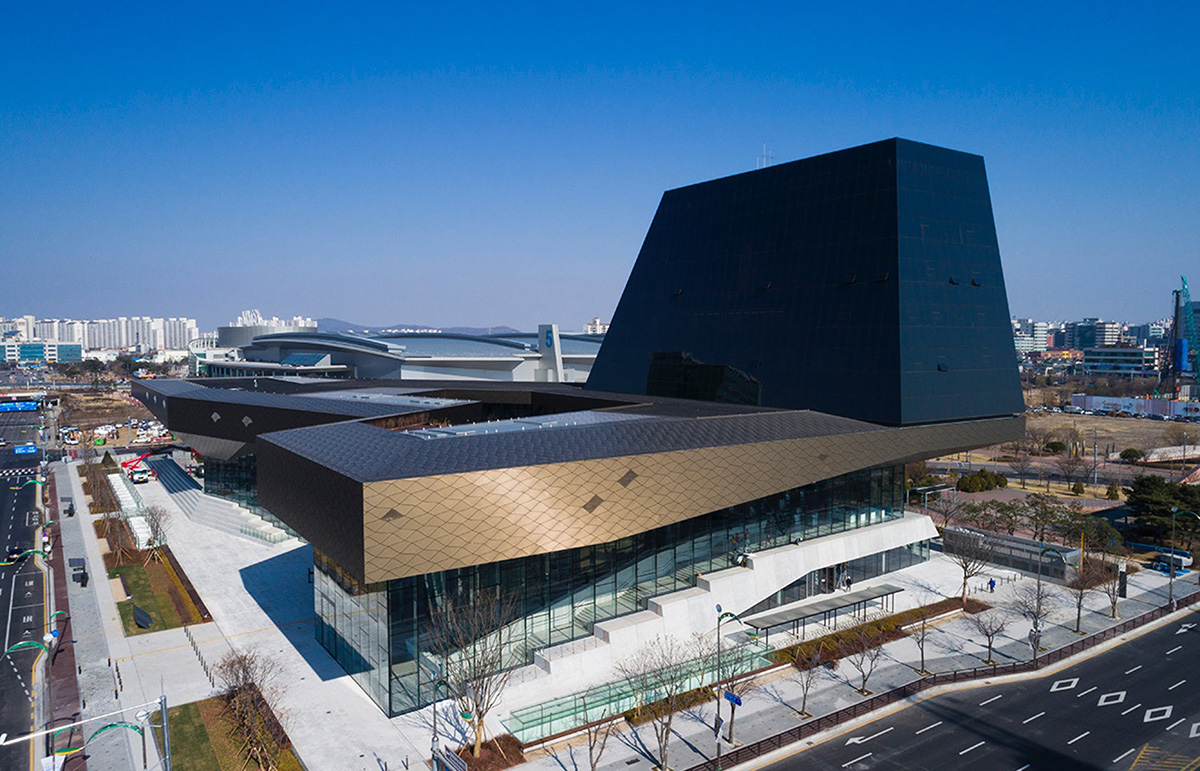 01-hyundai-motorstudio-goyang-delugan-meissl-associated-architects