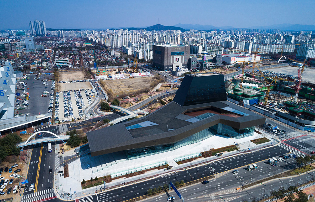 02-hyundai-motorstudio-goyang-delugan-meissl-associated-architects