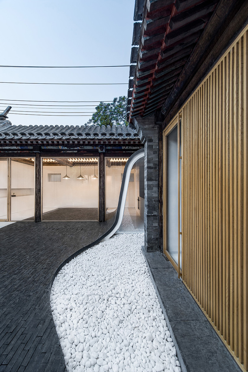 07-twisting-courtyard-archstudio