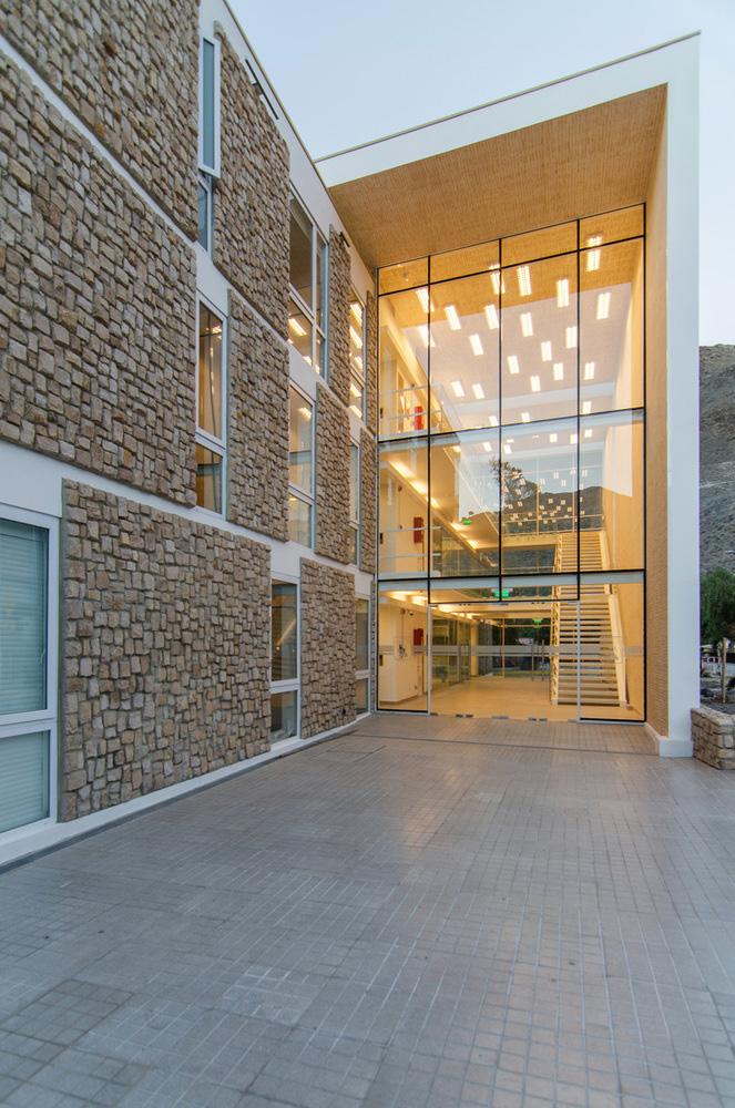 08-arquitectura-chilena-edificio-consistorial-alto-del-carmen-espiral-arquitectos-iglesis-prat