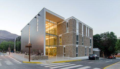 11-arquitectura-chilena-edificio-consistorial-alto-del-carmen-espiral-arquitectos-iglesis-prat
