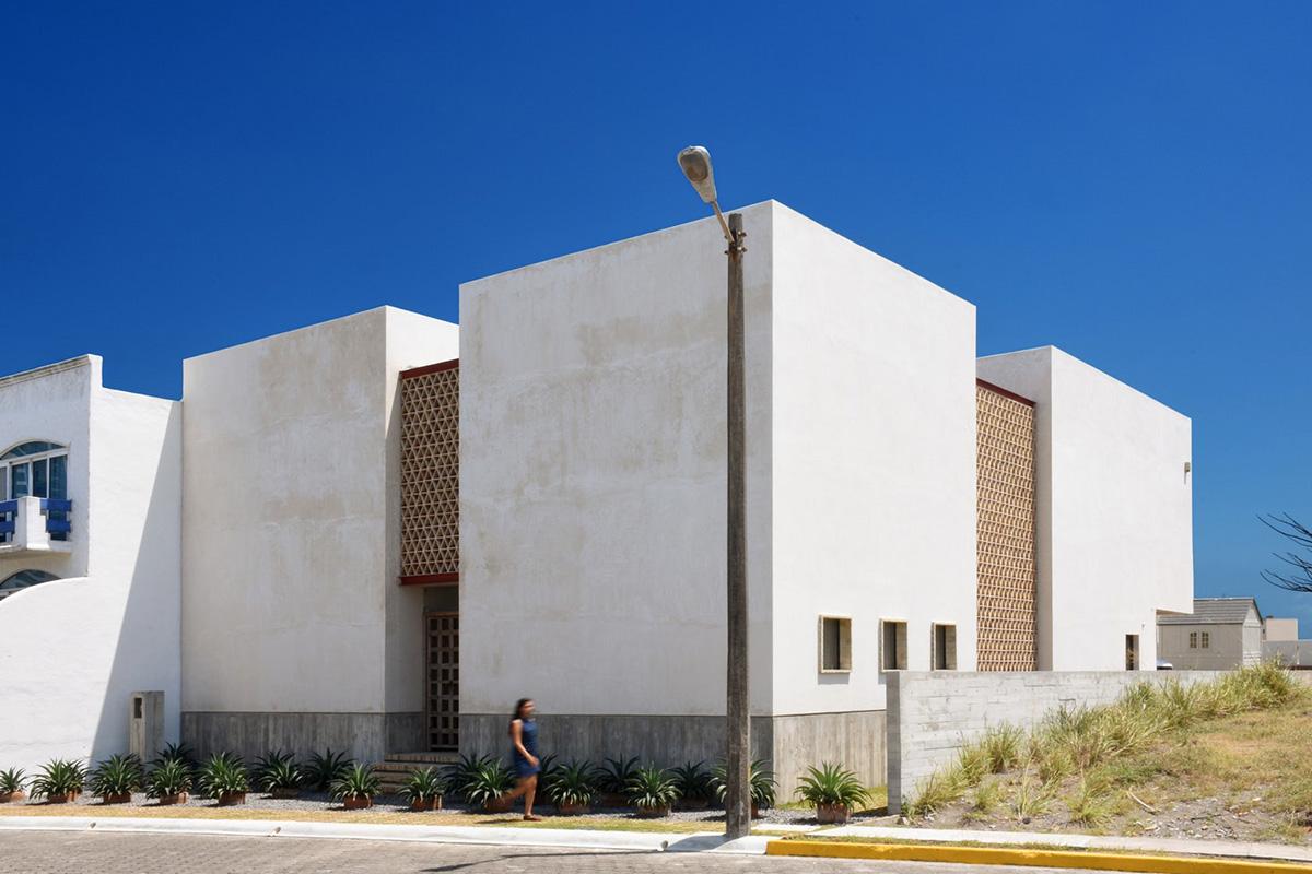 01-iguana-house-obra-blanca-foto-adrian-llaguno