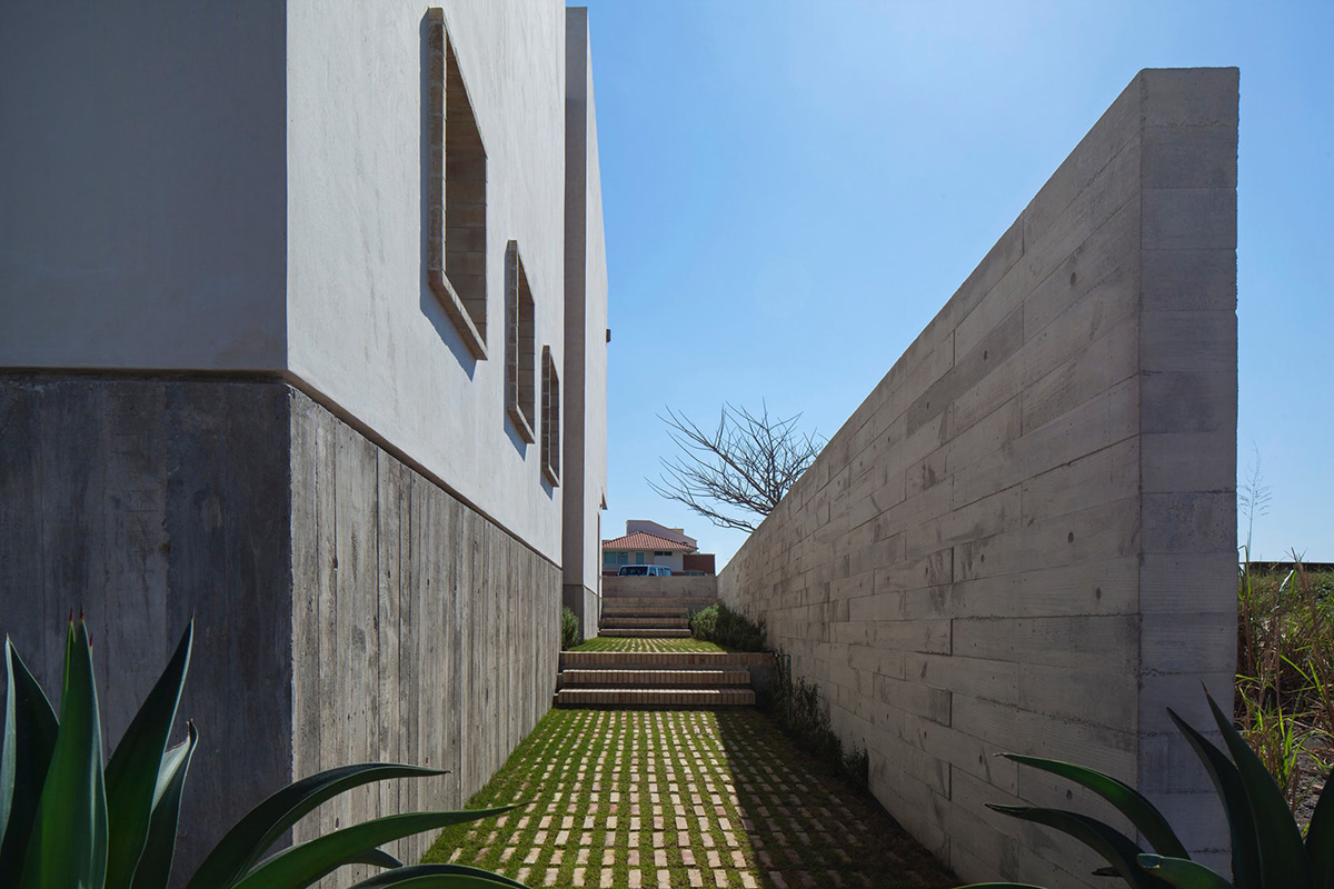 02-iguana-house-obra-blanca-foto-adrian-llaguno
