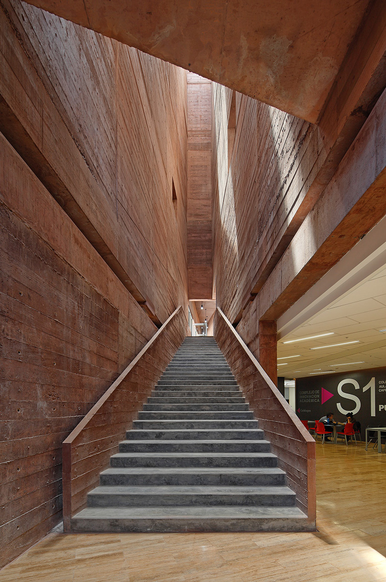 04-biblioteca-ciencias-ingenieria-arquitectura-pucp-foto-juan-solano-ojasi