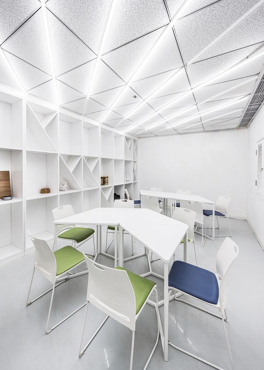 04-big-family-community-center-mat-office