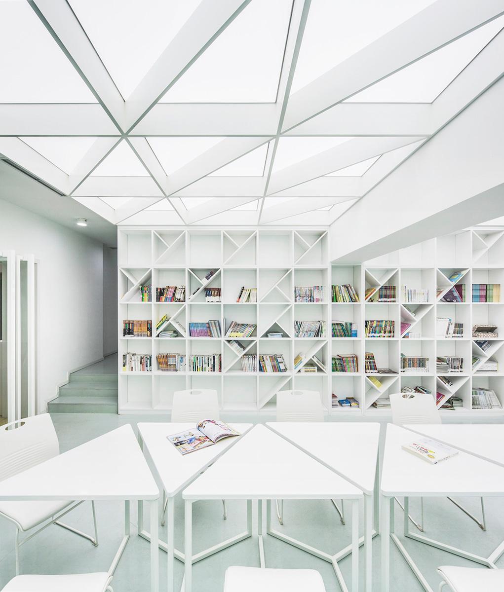 06-big-family-community-center-mat-office