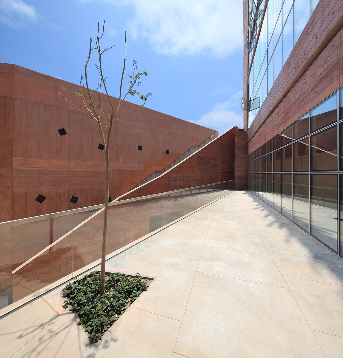 08-biblioteca-ciencias-ingenieria-arquitectura-pucp-foto-juan-solano-ojasi