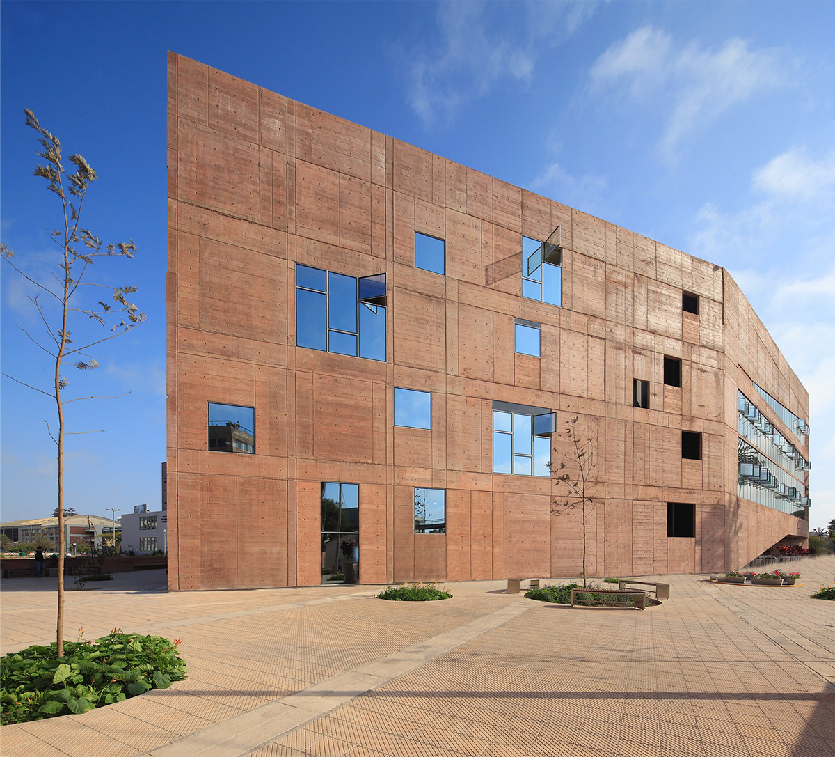 09-biblioteca-ciencias-ingenieria-arquitectura-pucp-foto-juan-solano-ojasi