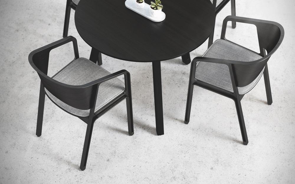 05-beams-chair-eajy