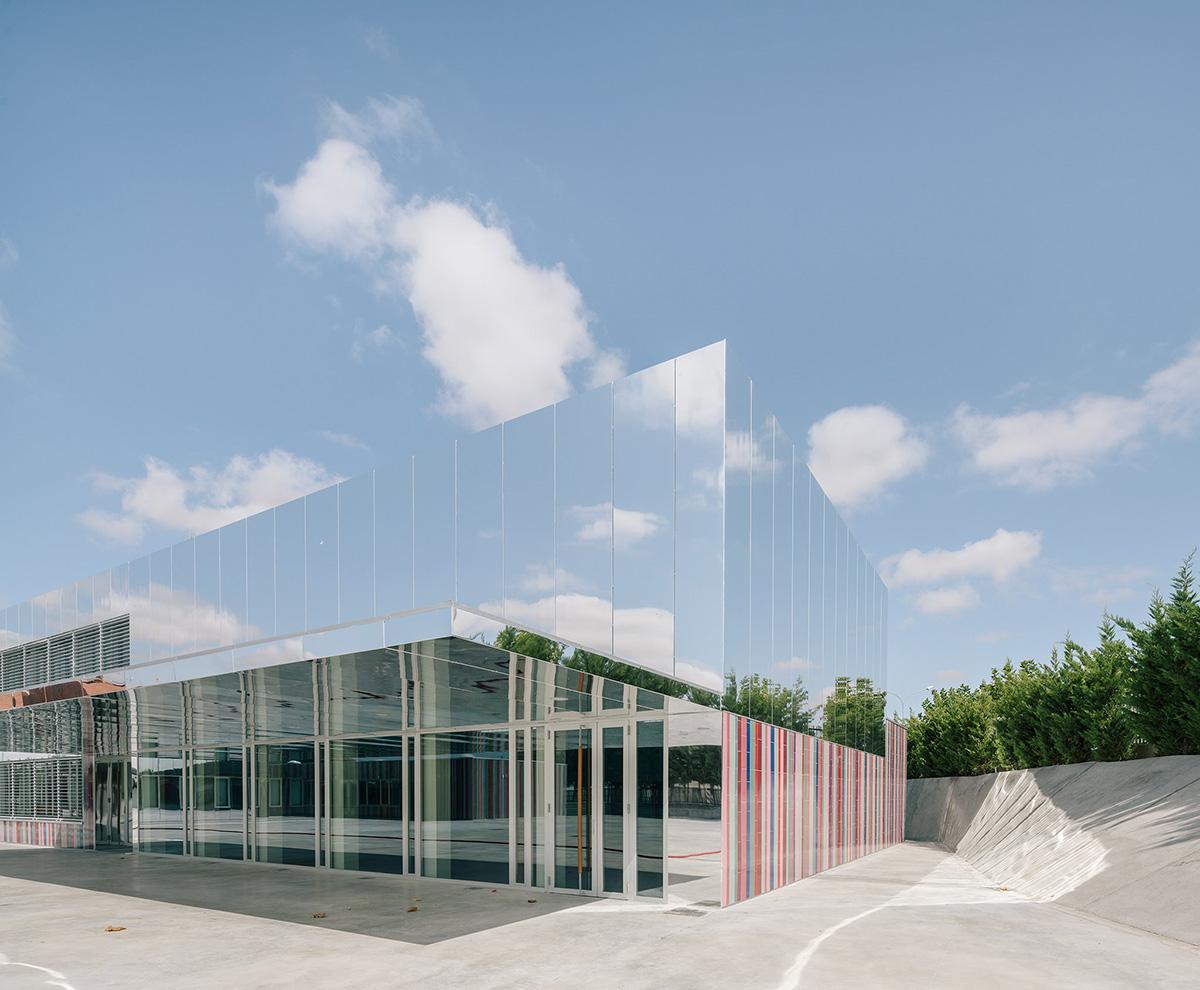 03-colegio-casi-invisible-ablm-arquitectos-foto-miguel-de-guzman