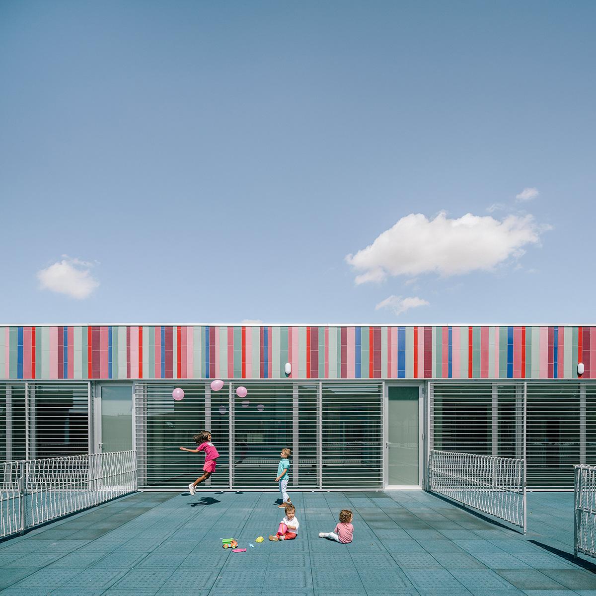 06-colegio-casi-invisible-ablm-arquitectos-foto-miguel-de-guzman