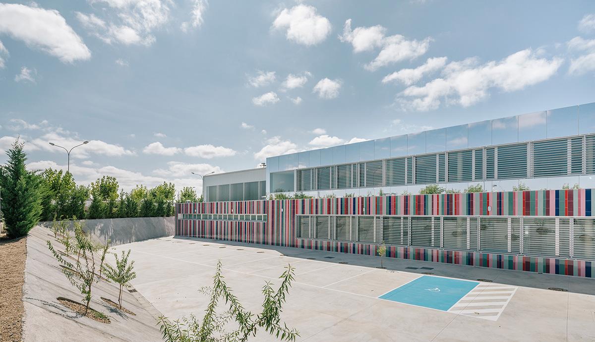 07-colegio-casi-invisible-ablm-arquitectos-foto-miguel-de-guzman