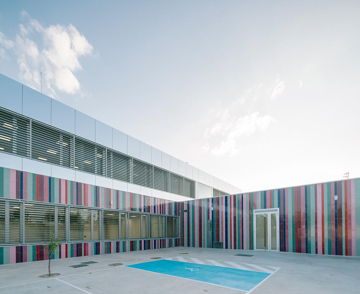 08-colegio-casi-invisible-ablm-arquitectos-foto-miguel-de-guzman