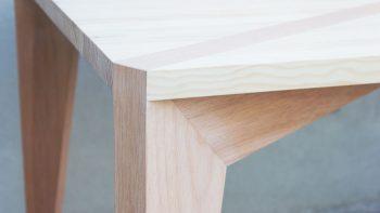 08-stgo-diseno-1-10-muebles-mesa-comedor-m40-madera-pino-cumala-contexto-detalle-1
