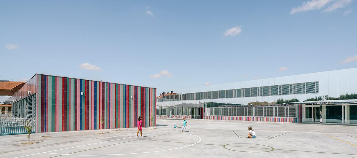09-colegio-casi-invisible-ablm-arquitectos-foto-miguel-de-guzman