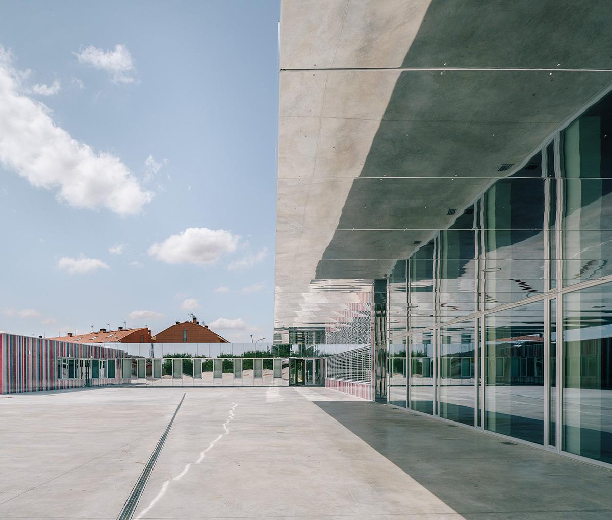 10-colegio-casi-invisible-ablm-arquitectos-foto-miguel-de-guzman